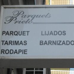 cartel Parquets prieto